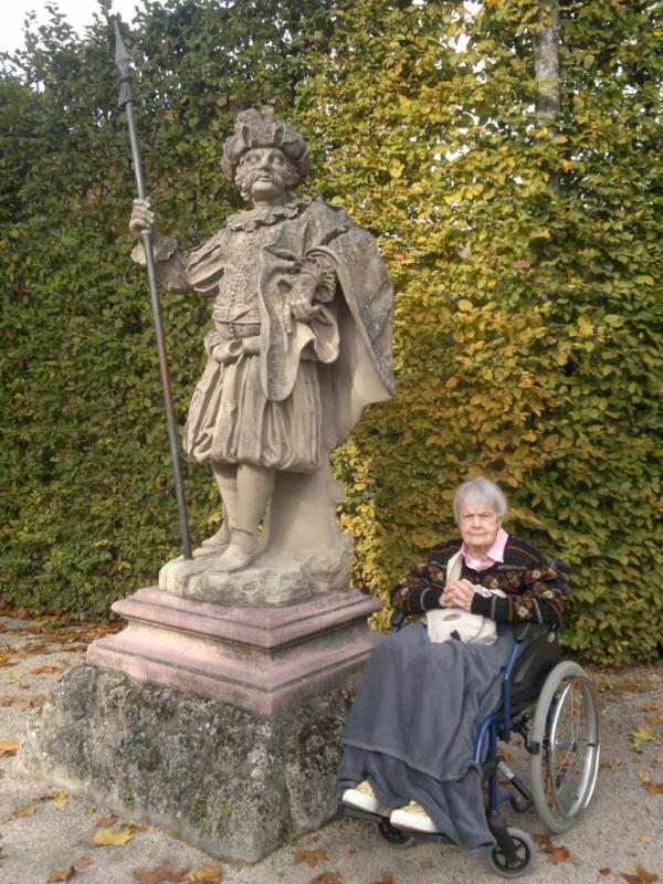 Goldener Oktober mit der alten Dame im Veitshöchheimer Rokokogarten